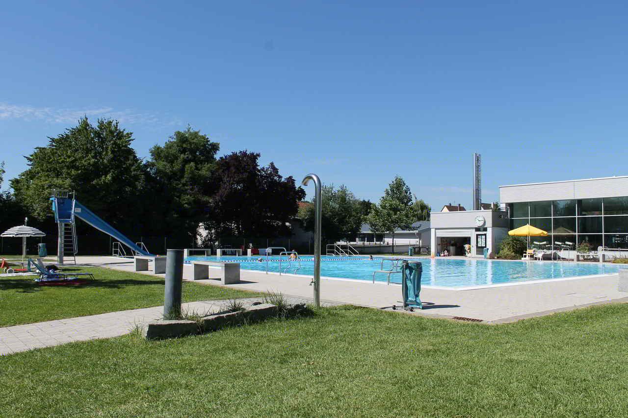 Schwimmbad Heidelsheim